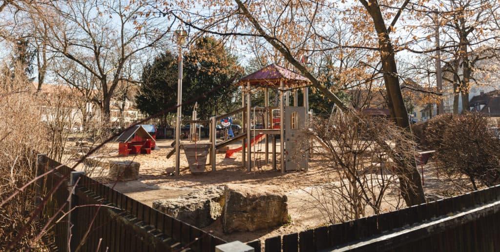 kinder-spielplatz-am-theaterplatz-in-erlangen