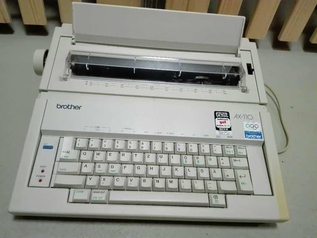 Die Schreibmaschine Brother Modell AX 110