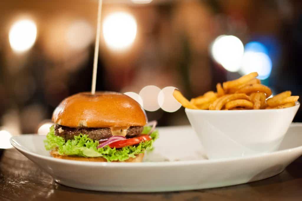 arizona-erlangen-burger-und-pommes