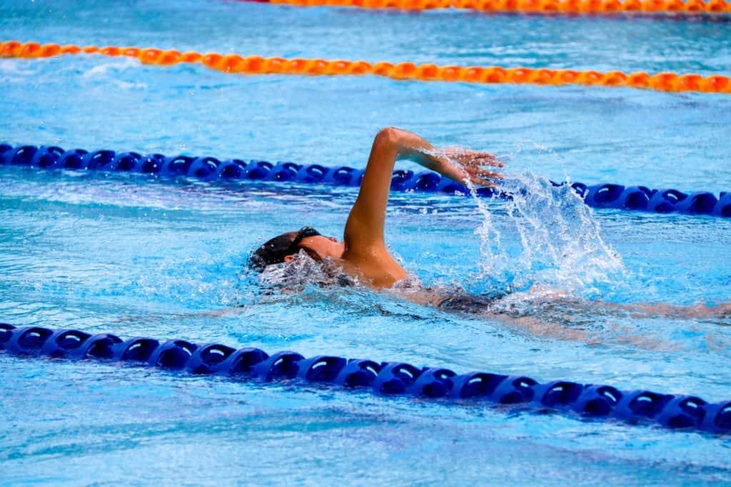 schwimmen-im-roethelheimbad-im-erlangen