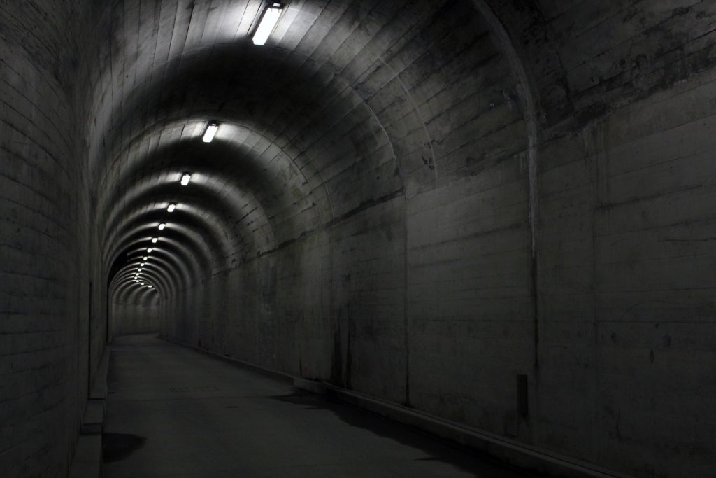 tunnel-2388192_1920